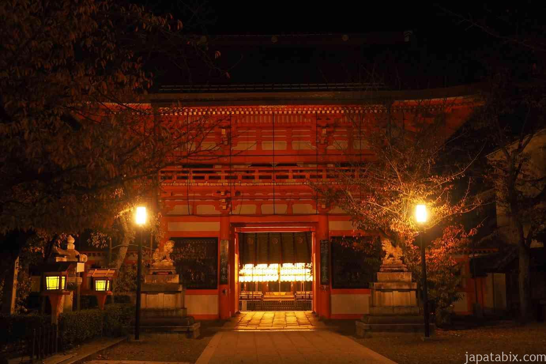 京都 東山 八坂神社 真夜中 楼門