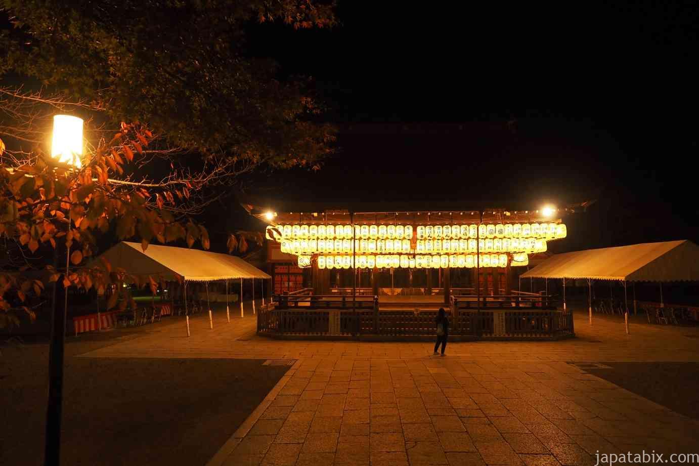 京都 東山 八坂神社 真夜中 舞殿