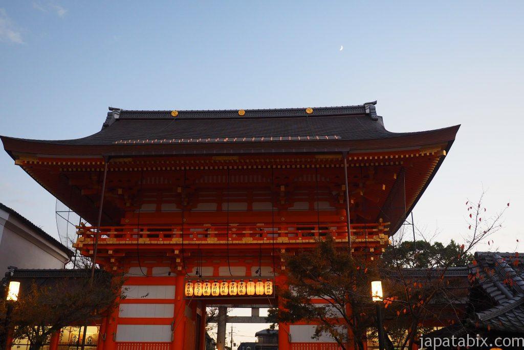 八坂神社の楼門