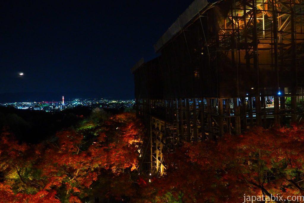 工事中の清水寺本堂と京都タワー