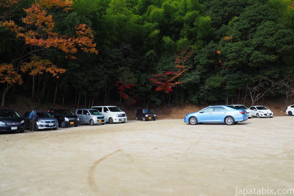 毘沙門堂の駐車場