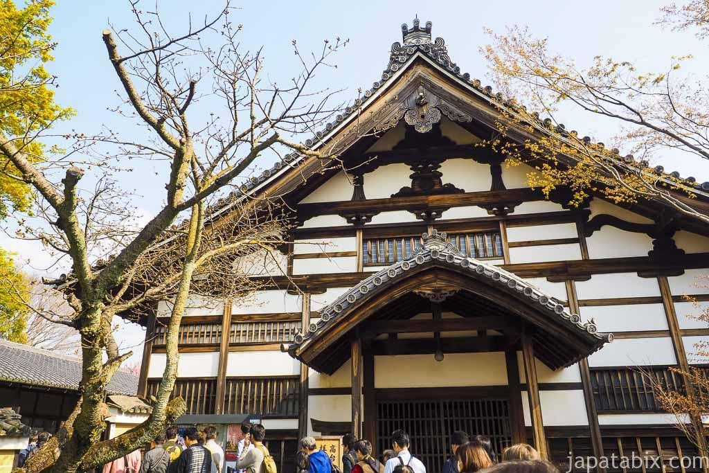 京都 高台寺 開門前の行列