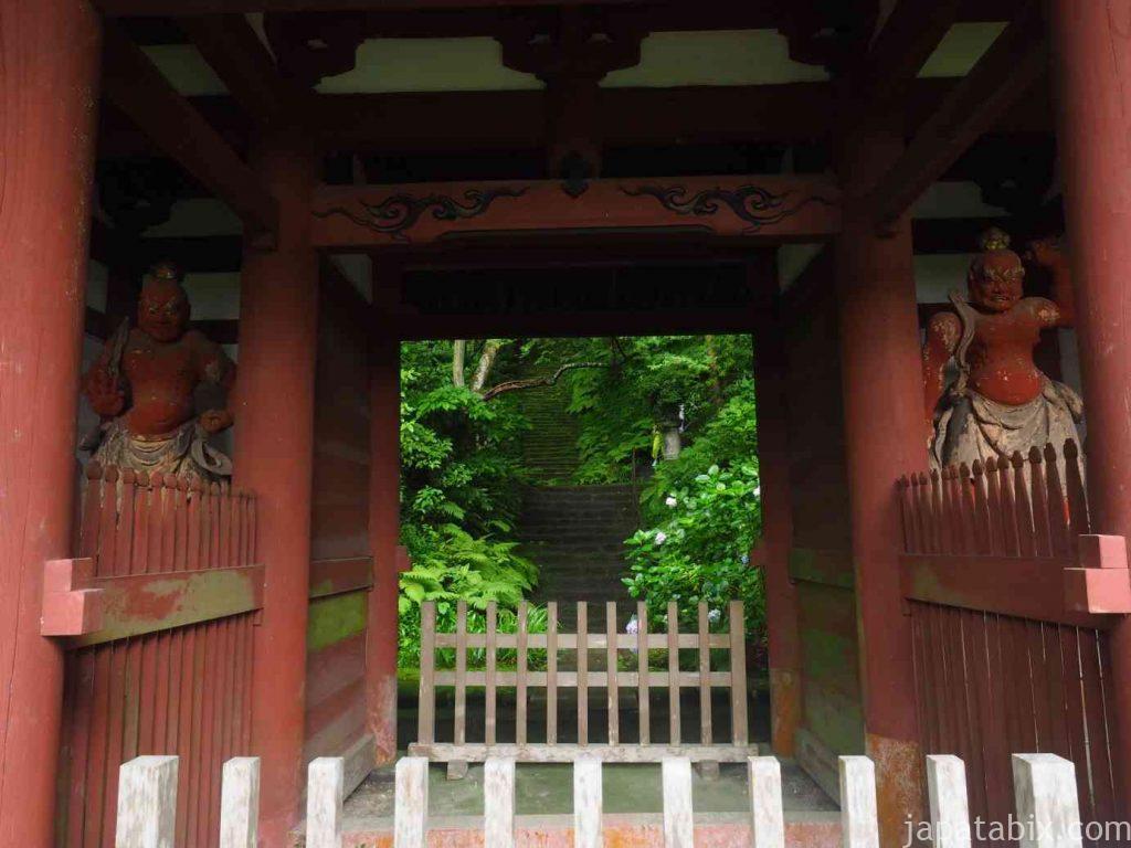 妙法寺 仁王門と苔石段
