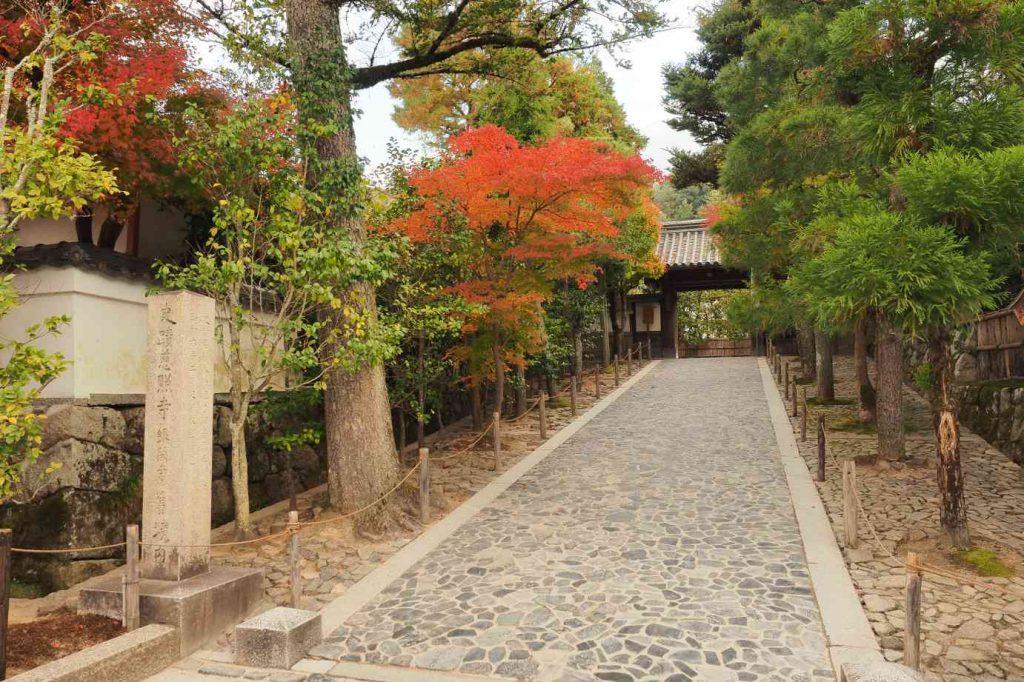 京都 銀閣寺 総門への参道