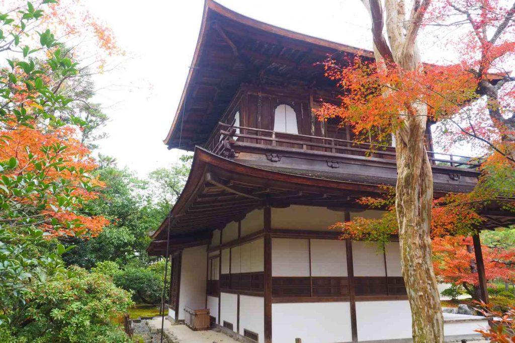 京都 銀閣寺 観音殿を間近に見る