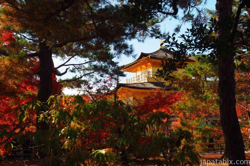 京都 金閣寺 舎利殿と青空と紅葉
