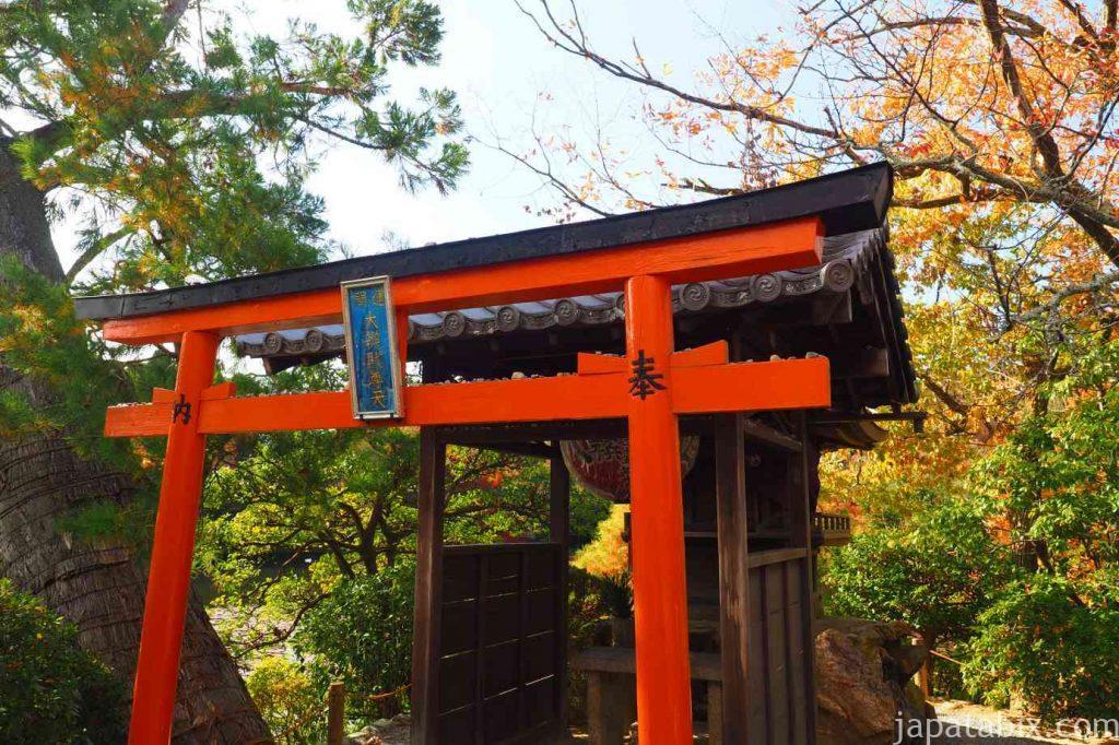 京都 龍安寺 弁天島の紅葉