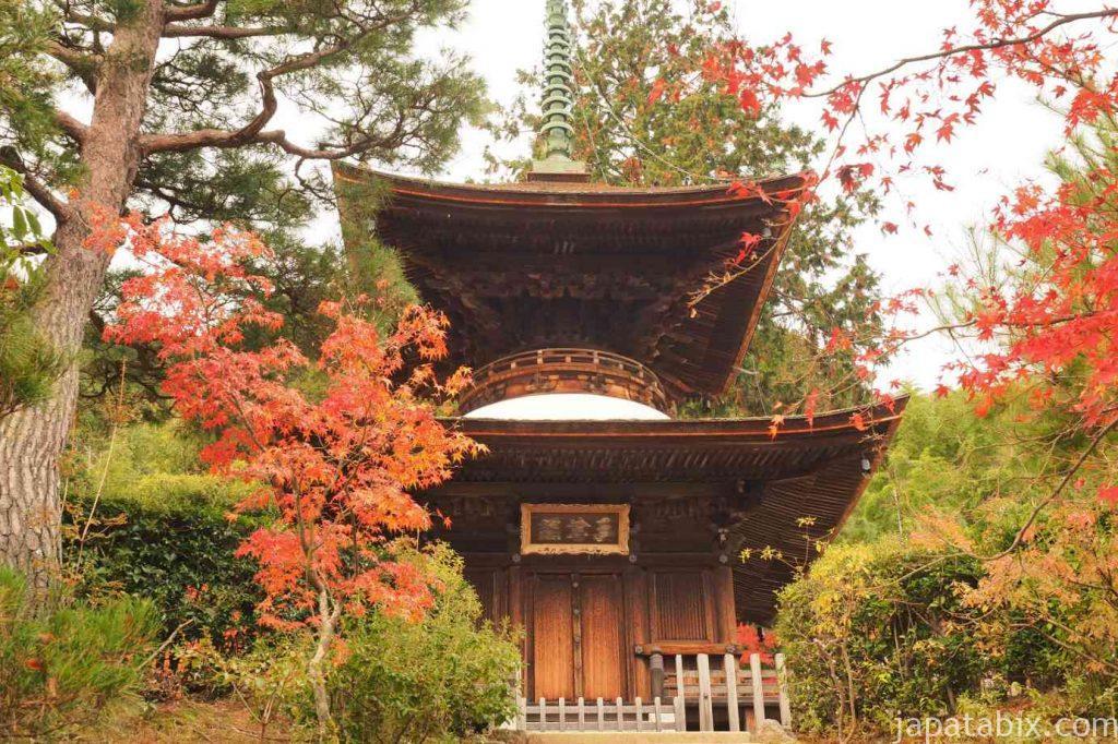 京都 嵯峨 常寂光寺 多宝塔の紅葉