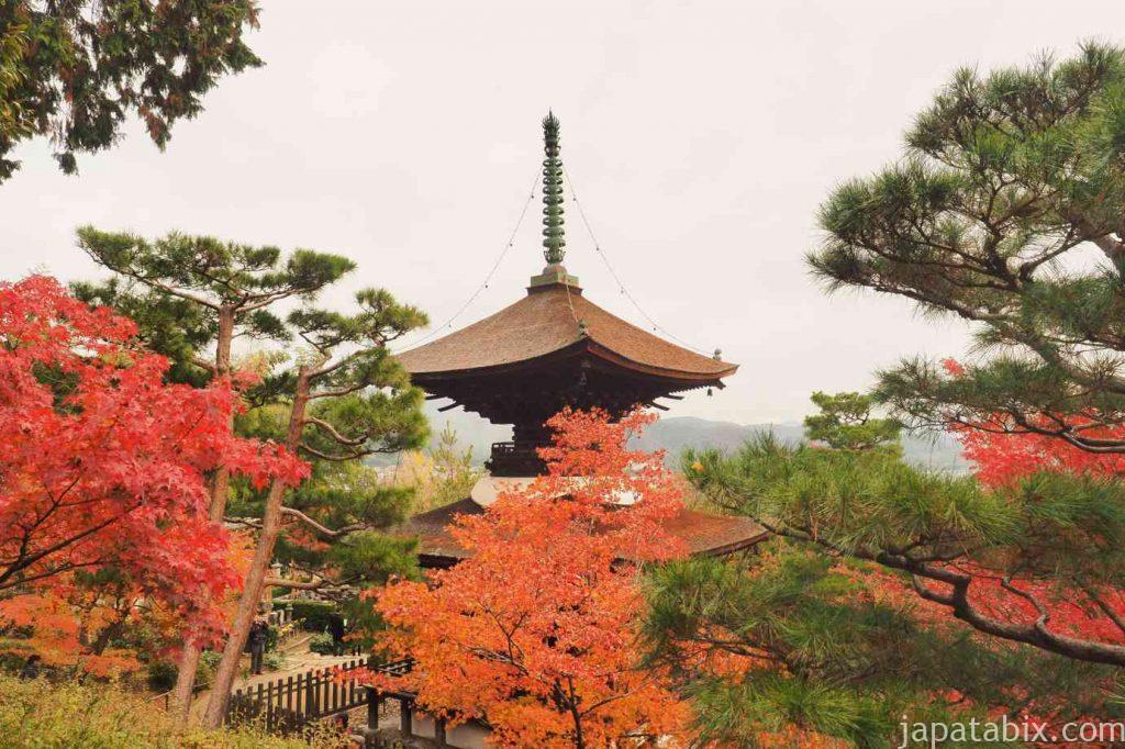 京都 嵯峨 常寂光寺 展望台から見る多宝塔と嵯峨野の眺望と紅葉