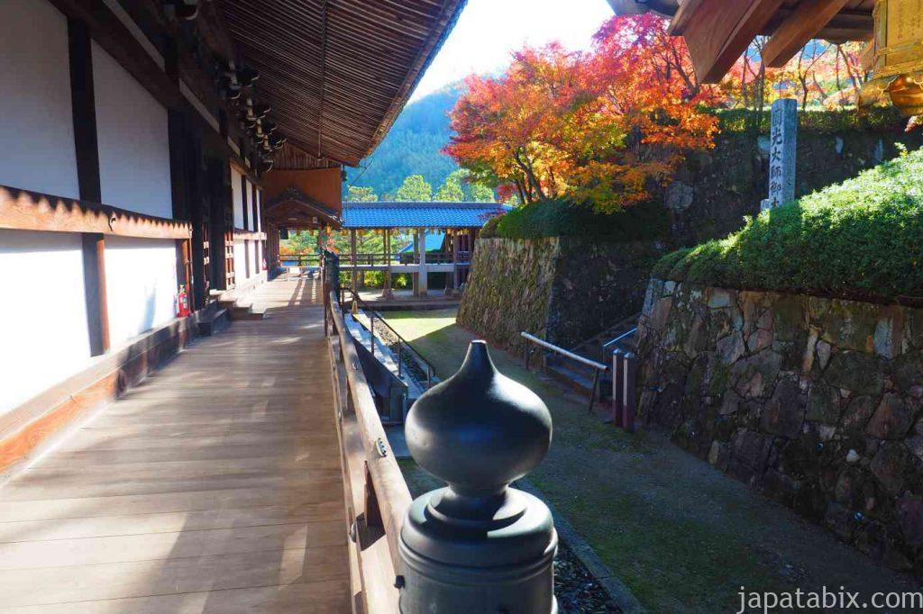 京都 光明寺 回廊と紅葉