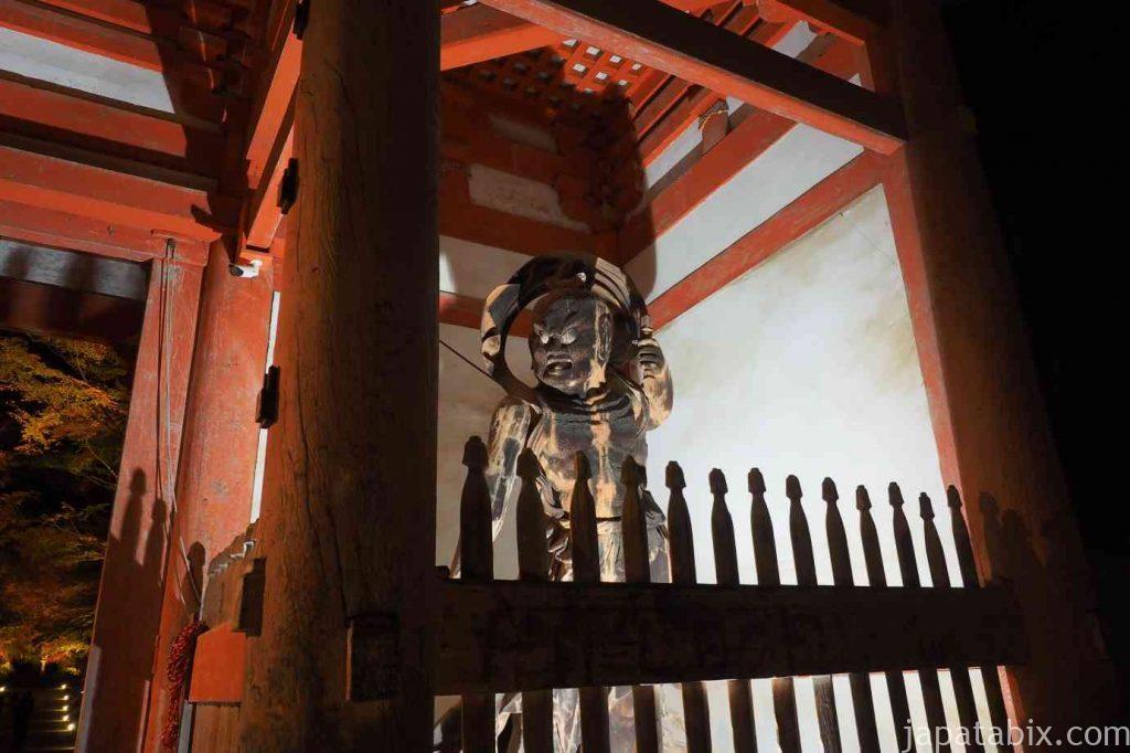 京都 醍醐寺 紅葉ライトアップ 仁王