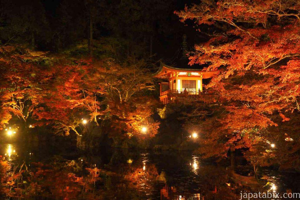 京都 醍醐寺 紅葉ライトアップ 弁天堂