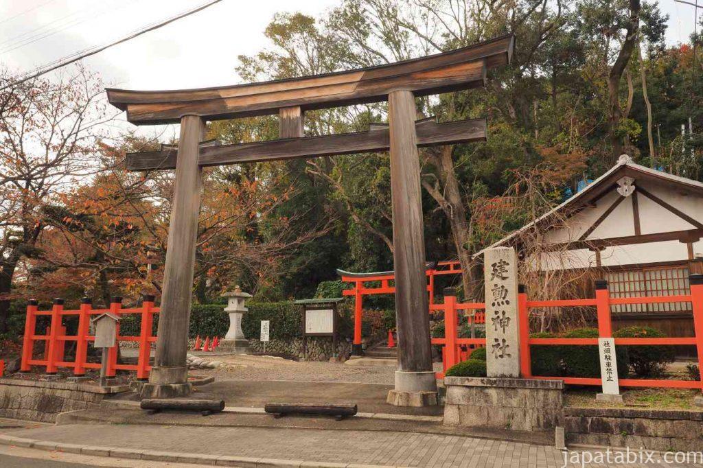 京都 建勲神社 鳥居 紅葉