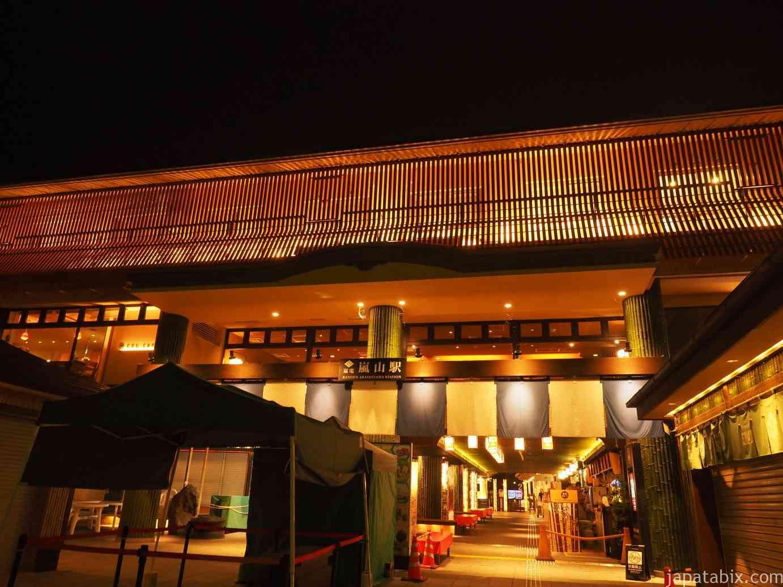 京都嵐山 夜の嵐電 嵐山駅