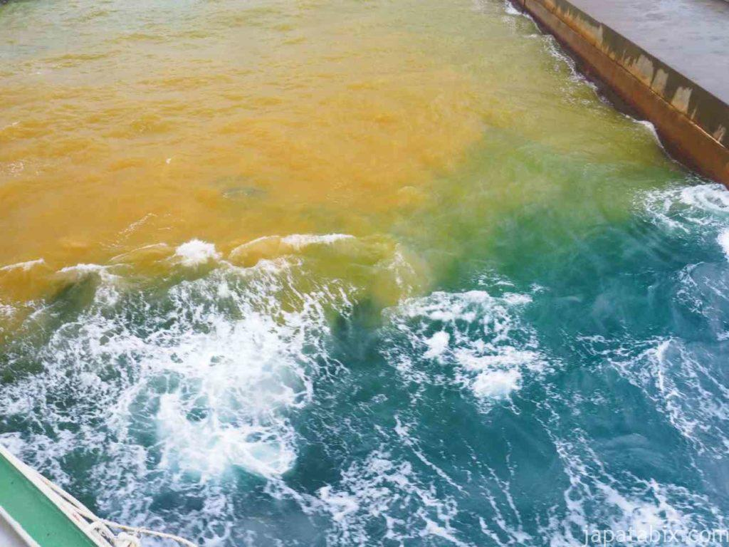 鹿児島県三島村 硫黄島の海の色