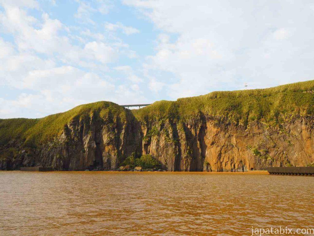 鹿児島 硫黄島港からみた断崖
