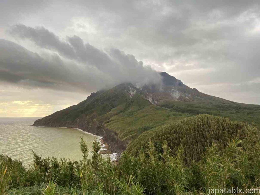 鹿児島 硫黄島 平家城展望台から見る硫黄岳