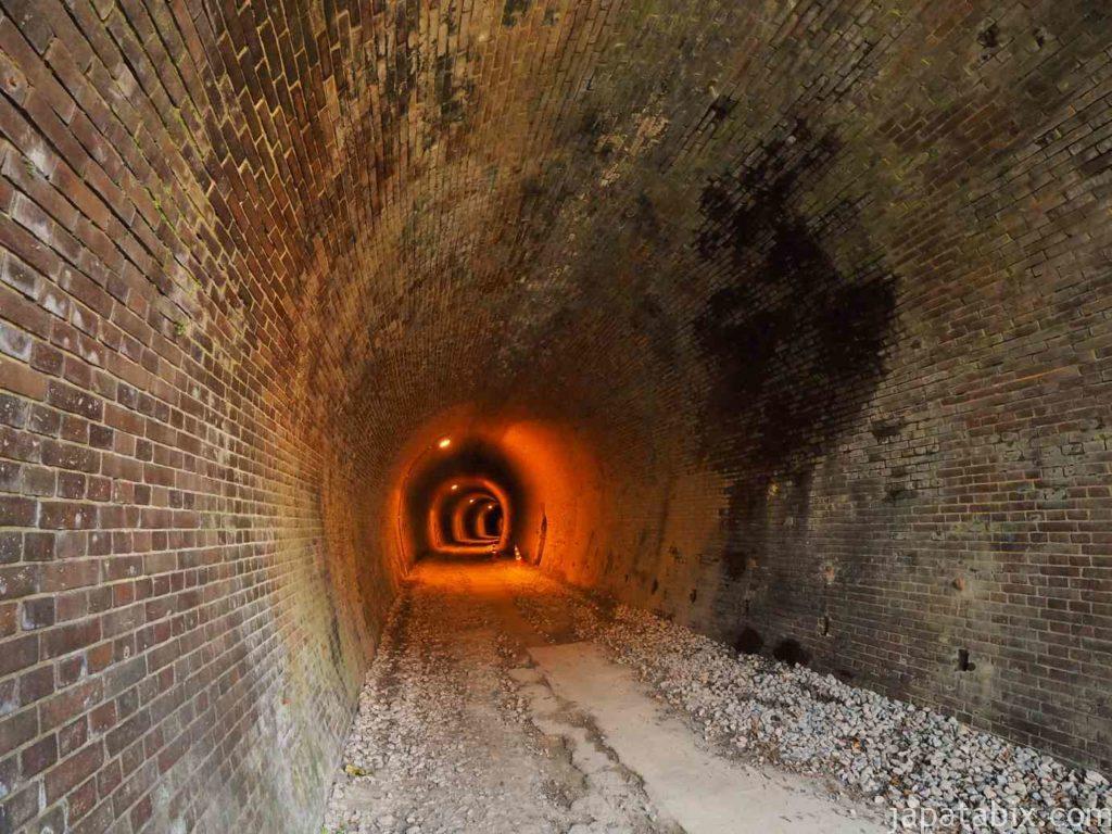 碓氷第三橋梁近くのトンネル