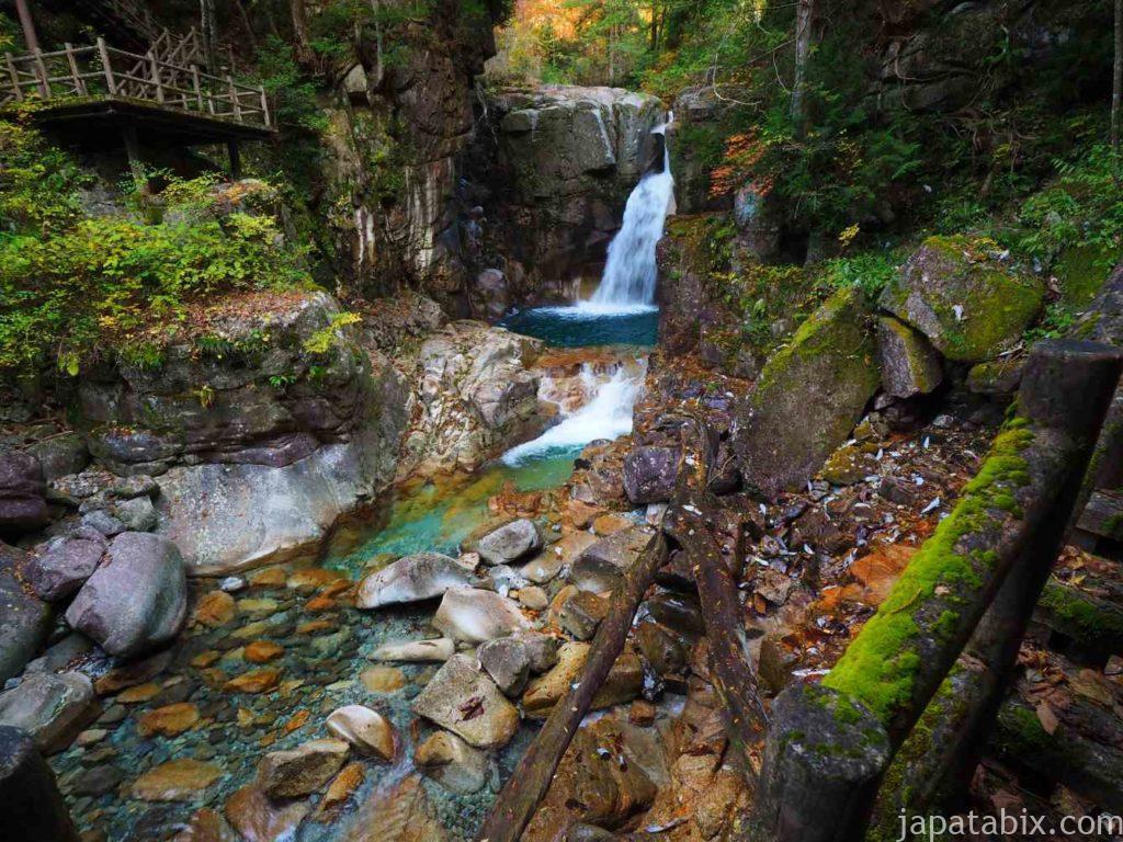 夕森公園 竜神の滝の紅葉