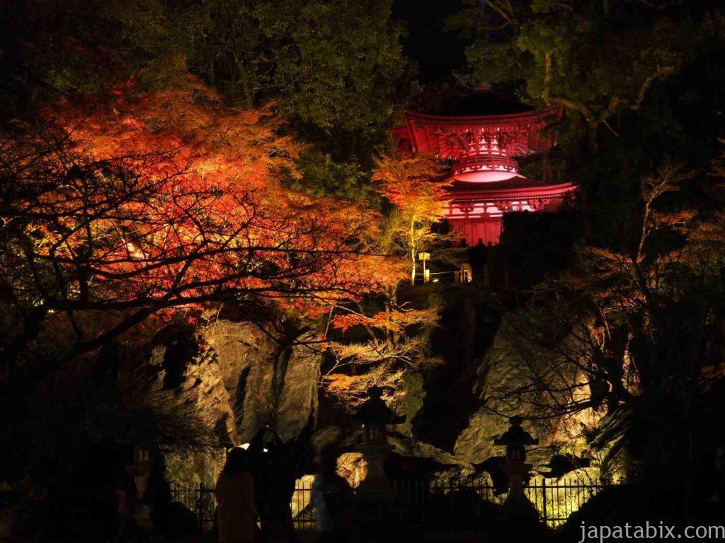 滋賀 石山寺の紅葉ライトアップ