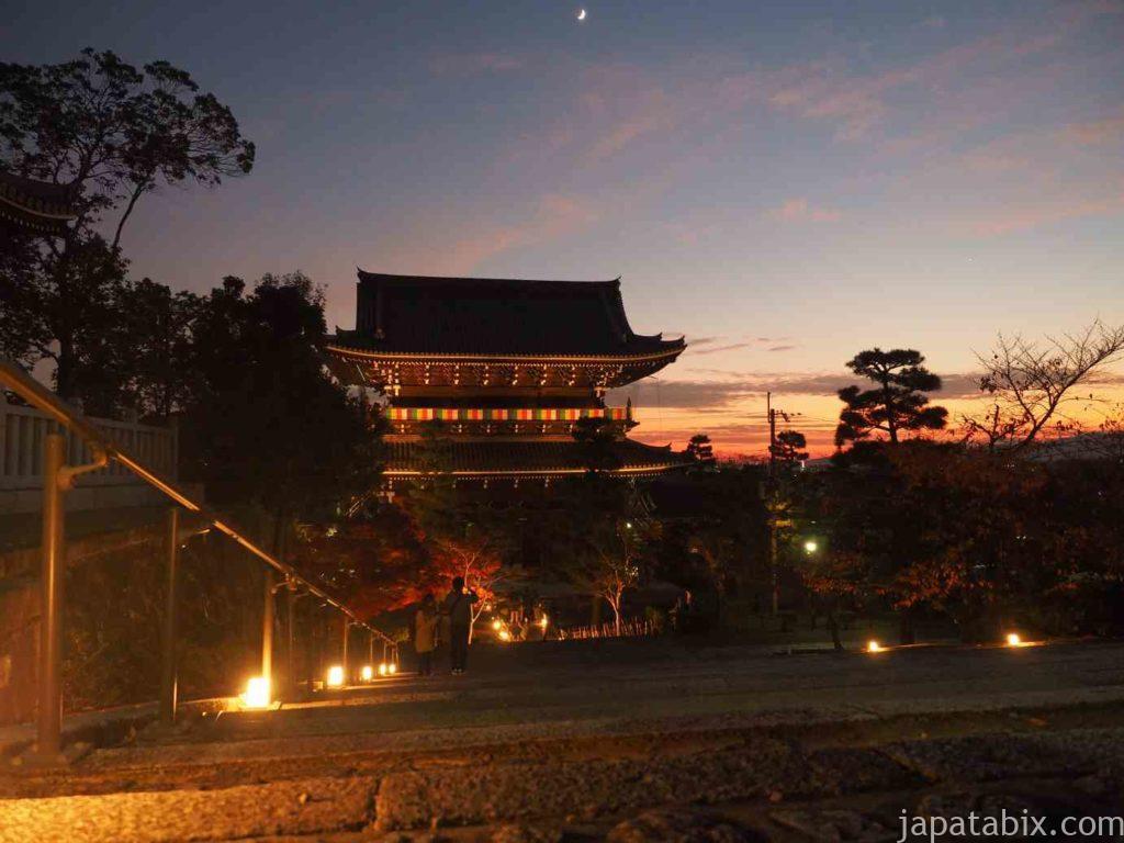 京都 金戒光明寺の紅葉ライトアップ