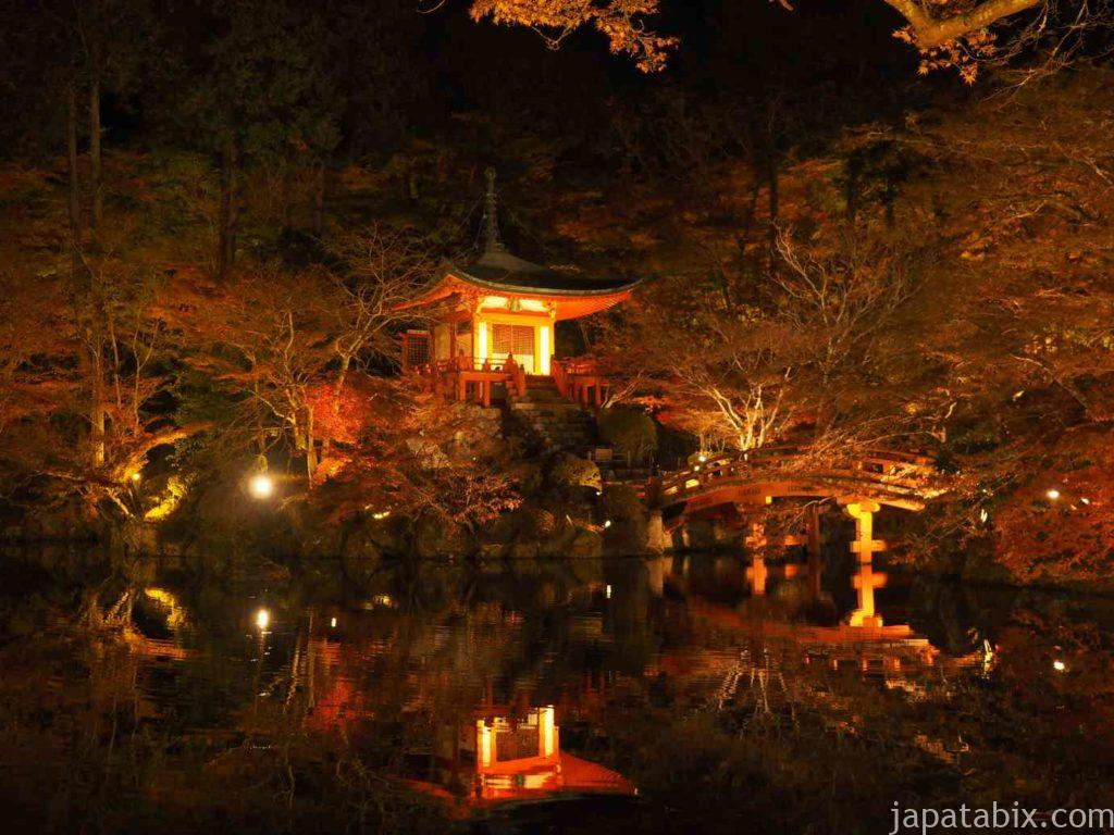 京都 醍醐寺の紅葉ライトアップ