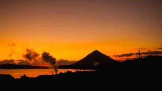 鹿児島 山川製塩工場跡から見る夕暮れの開聞岳