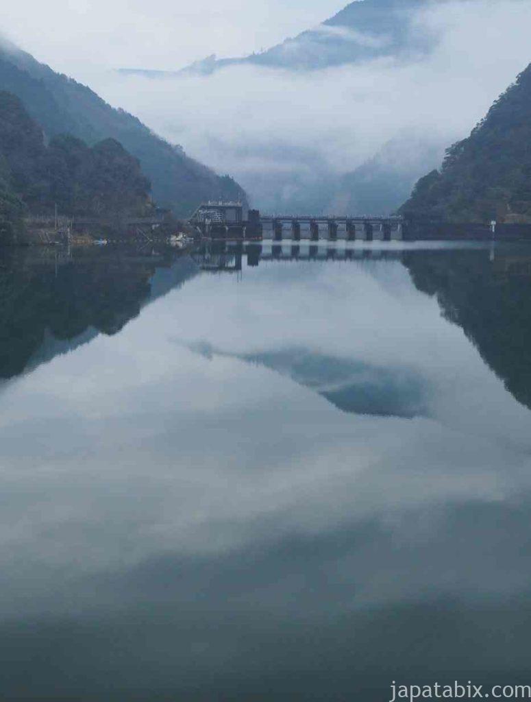 宮崎 幻想的な塚原ダム湖