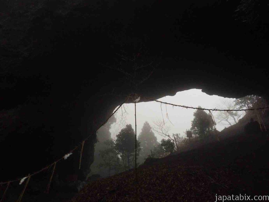 熊本 上色見熊野座神社 穿戸岩