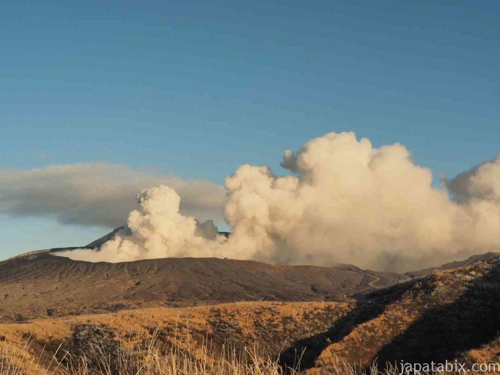 熊本 草千里ヶ浜 中岳からの噴煙