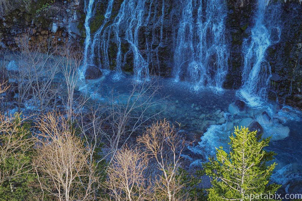 北海道 美瑛町 雪解けの白ひげの滝