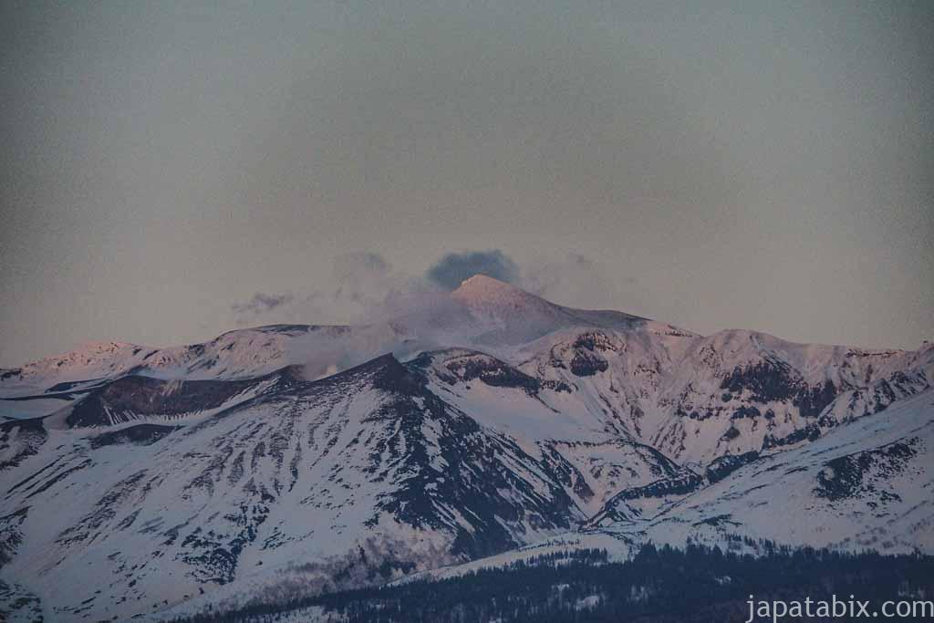 北海道 上富良野 日の出ラベンダー園 から見る十勝岳連峰