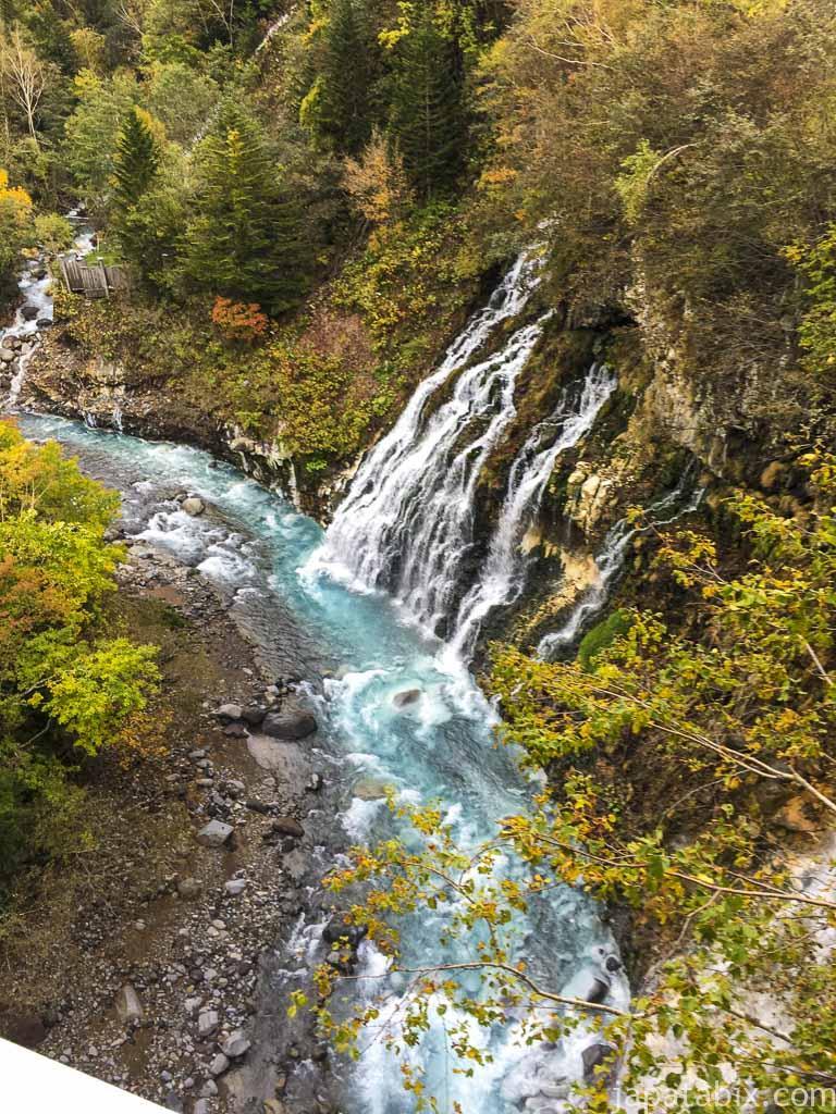 北海道 美瑛町 紅葉の白ひげの滝