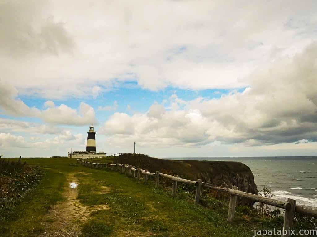 能取岬灯台とオホーツク海