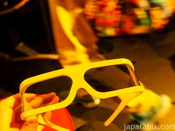 オホーツクシアターで装着する3Dメガネ