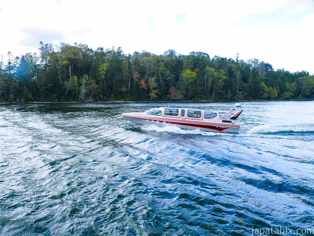 阿寒湖のモーターボート