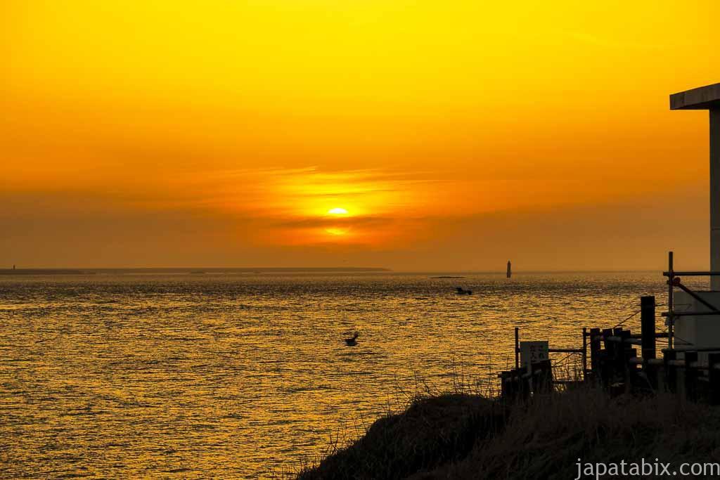 納沙布岬で見る日の出 水晶島と貝殻島灯台