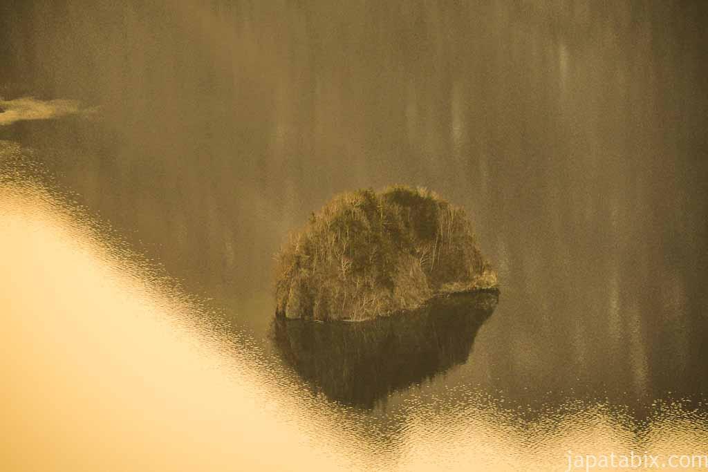 摩周湖 カムイシュ島