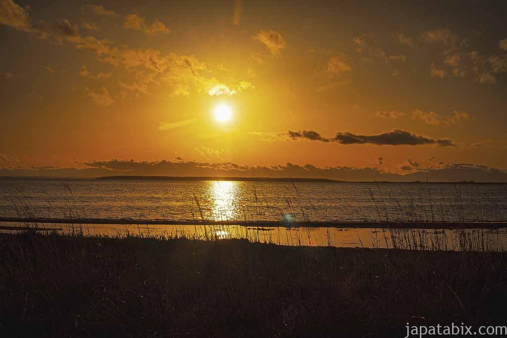 トドワラへの遊歩道の途中見た夕陽