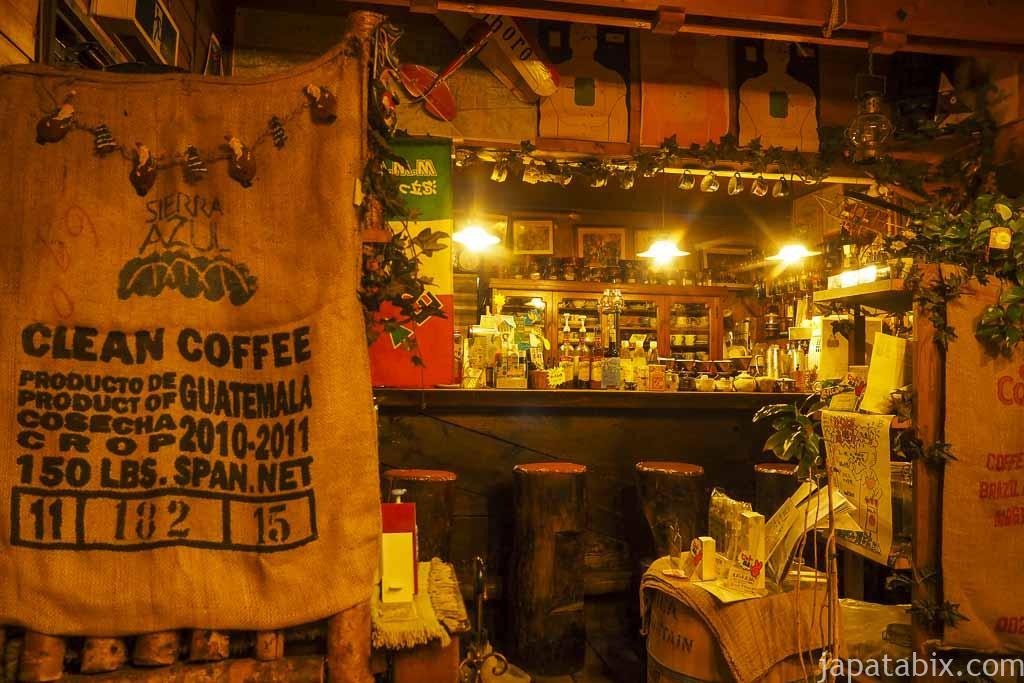 喫茶 マイウイング 店内