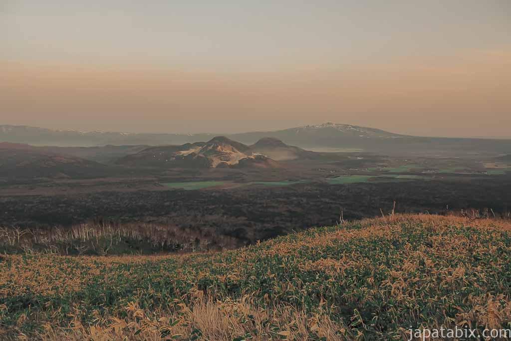 摩周第三展望台を振り返ってみた硫黄山と屈斜路湖