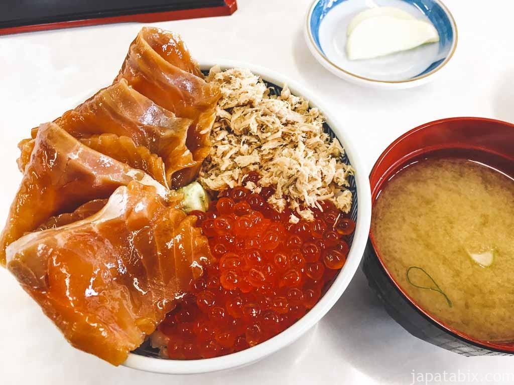 ウトロ漁協婦人部食堂 三種丼
