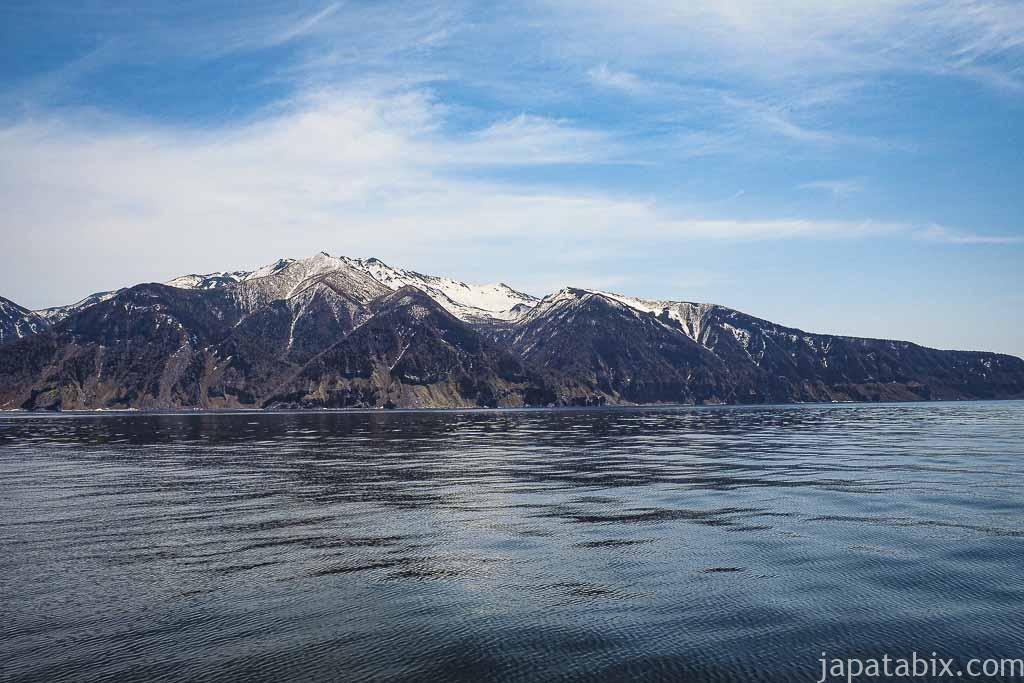 船から見る残雪の知床連山