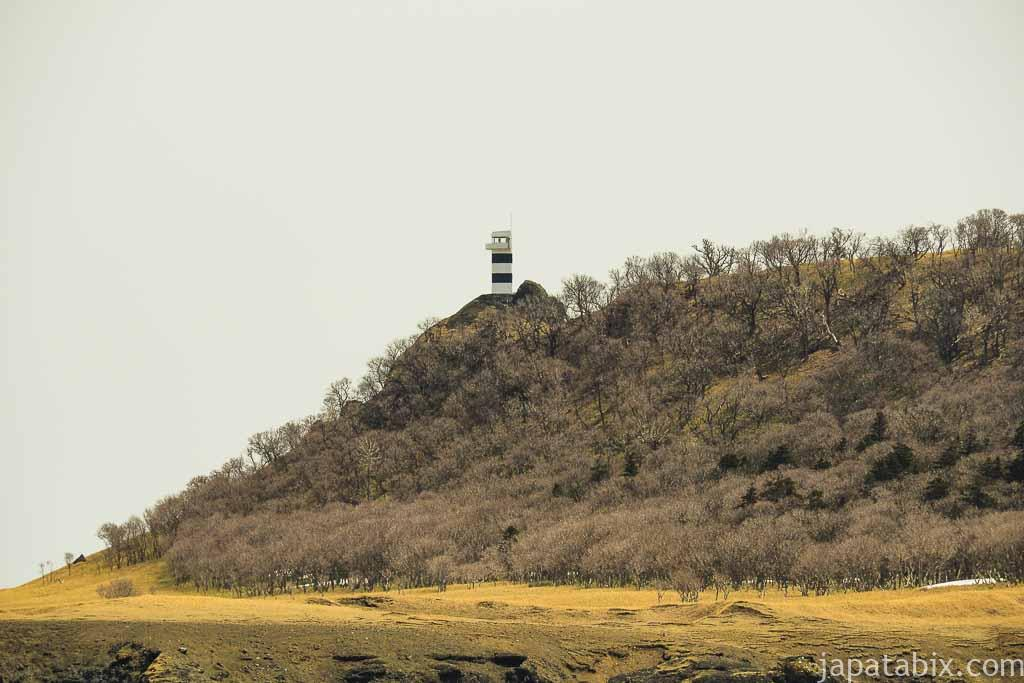 船から見る知床岬灯台