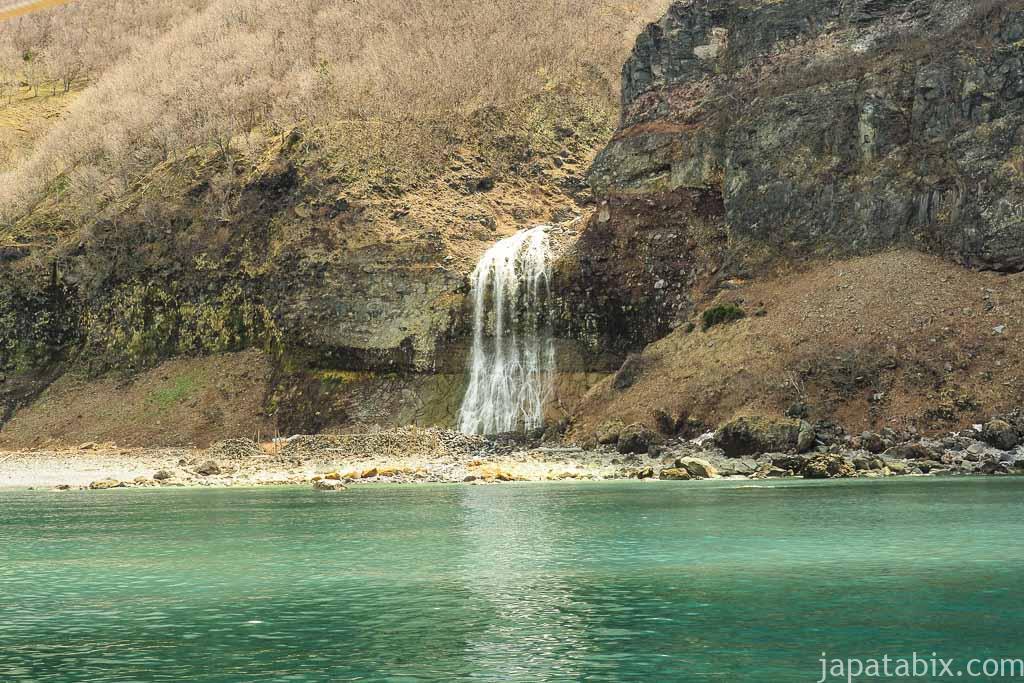 知床半島 カムイワッカの滝