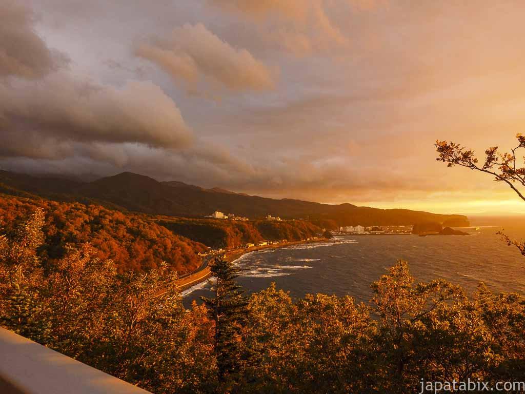 知床 プユニ岬から見るウトロ