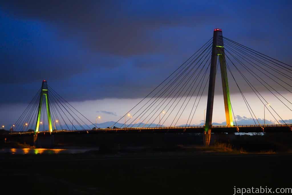 十勝川温泉から見る十勝中央大橋