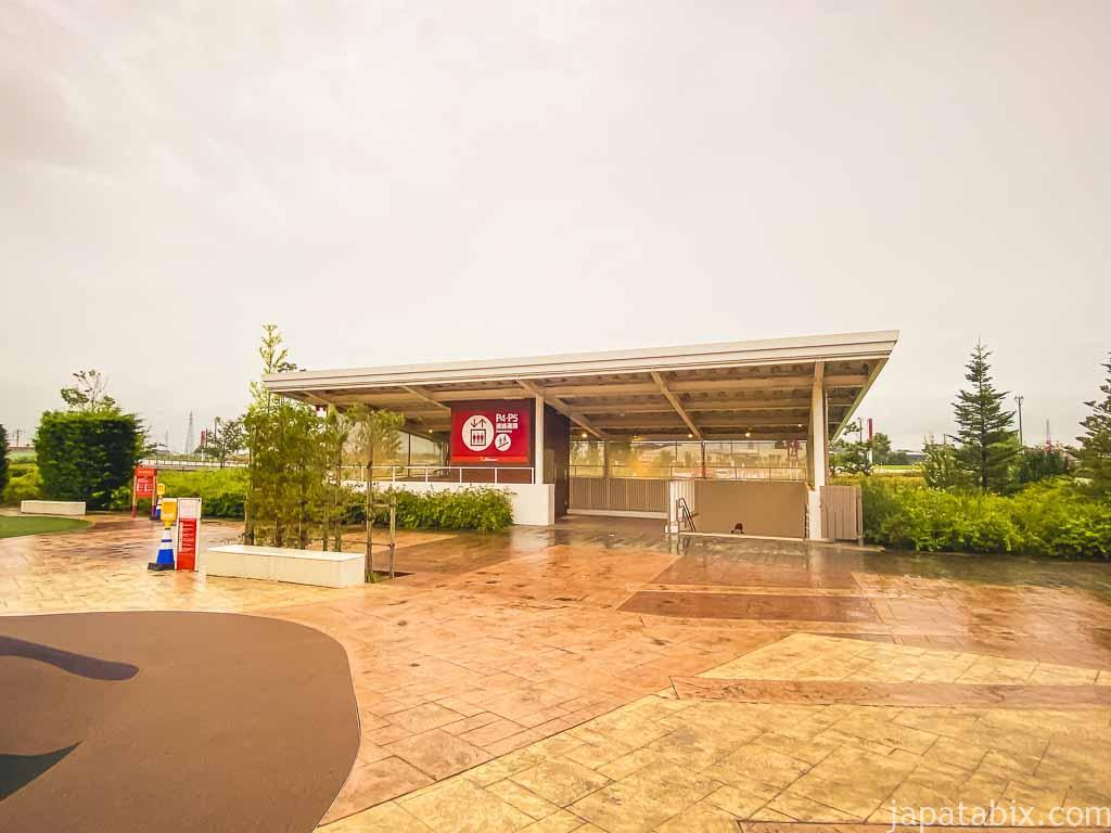 三井アウトレットパーク北陸小矢部 駐車場P4,P5への連絡通路