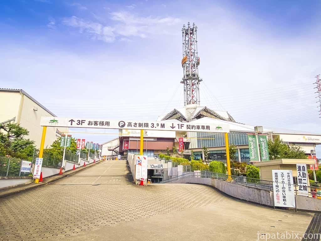 三井アウトレットパーク大阪鶴見 駐車場入り口