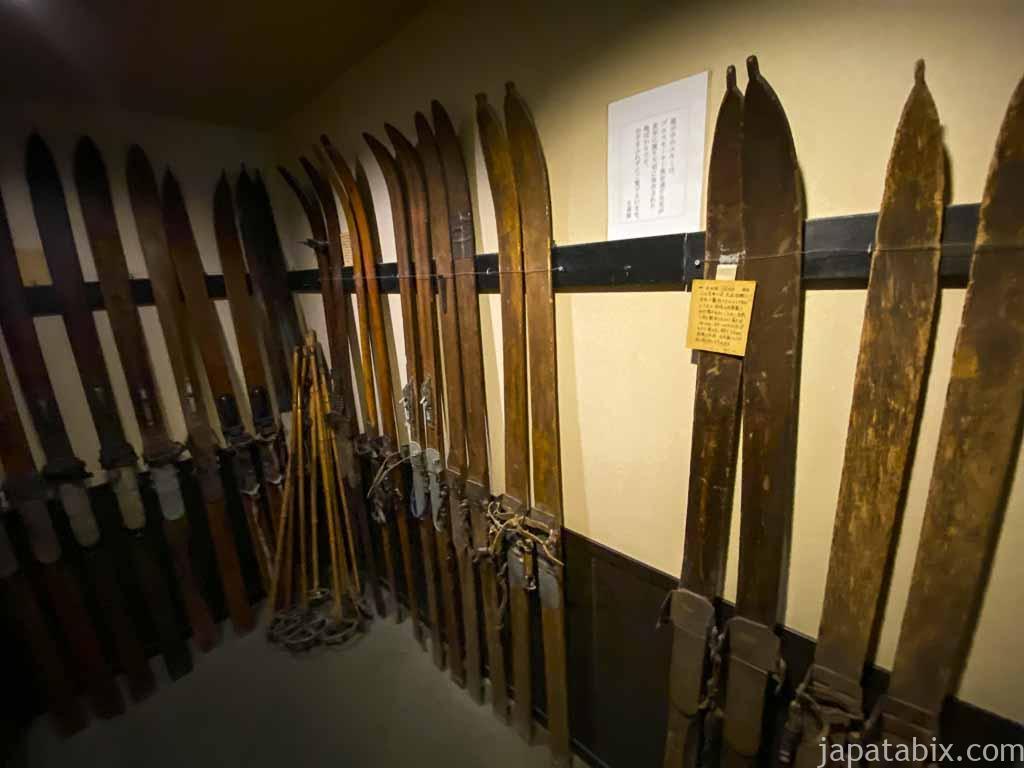 万座温泉 日進館 大正時代のスキー板